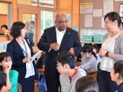 国超え育むW杯の絆 ナミビア駐日大使、盛岡で児童と交流