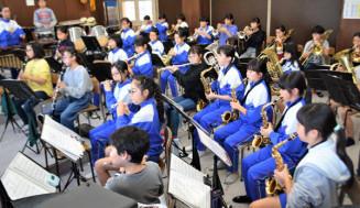 念願の東日本大会を控え、練習に熱が入る煙山小吹奏楽部の児童