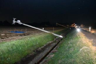 強風で倒れた市道沿いの電柱=13日、花巻市石鳥谷町新堀