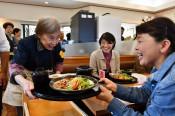 認知症患者が「料理店」 北上で体験企画、真心込め接客