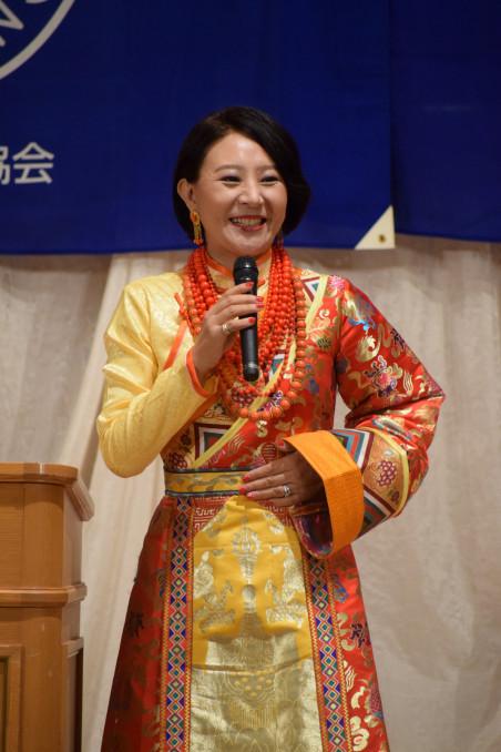 「日本人の優しさと知恵で海外の人を助けてほしい」と訴えたバイマーヤンジンさん