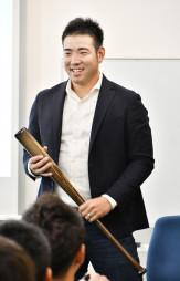 日米の経験を交え、野球論を楽しく語るマリナーズの菊池雄星=盛岡市南大通