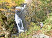 七折の滝(花巻市大迫町)=10月27日