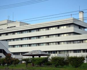看護師離職が続く県立遠野病院。働き方改革と医療の質の維持両立という難題に直面する=遠野市松崎町