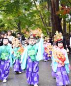 稚児行列 衣装華やか 平泉で秋の藤原まつり開幕