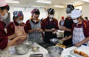 ガボン料理学び堪能 二戸・中学生が食文化理解