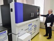 一関市役所にオフィス製紙機 再生工程を市民に公開