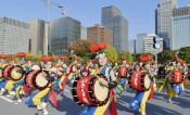 晴れの日 さんさ流麗 即位祝う国民祭典パレードに出演