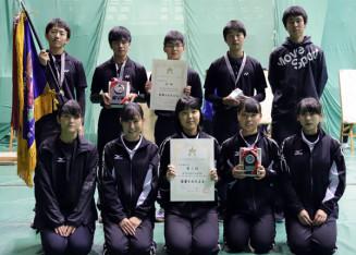 団体で男子が優勝、女子が3位に入った花巻北の選手たち