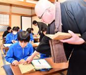 寺で学ぶ 学校の歴史 来春閉校の岩泉・門小