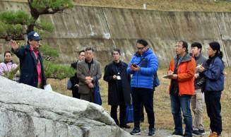 日本ジオパークの認定可否を巡り最終日の審査に臨む関係者=大船渡市三陸町吉浜