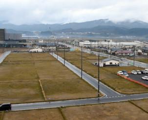 店舗や公共施設の建設が進む一方で空き地も目立つ陸前高田市高田町の中心市街地