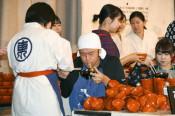 盛岡で「わんこそば」選手権 451杯で東京の男性連覇