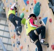 クライミング、本県中学生21人挑む 盛岡で育成トライアウト