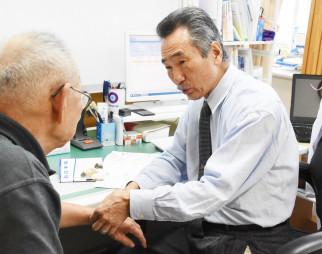 11月から田山診療所に着任し、診察に当たる高大哲医師