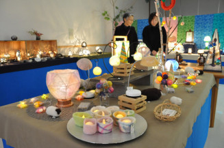 フェルトやガラス、陶器など温かみのある作品を展示販売する「ぬくもりの灯り展」