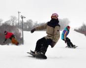 待望、爽快、初滑り 県内、スキーシーズン到来