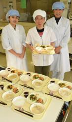 全国学校給食甲子園に出場する(左から)西田美紅さん、堀篭光江さん、菊地万里子さん