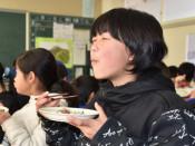 県産肉、モ~一口 大新小など、県内で給食