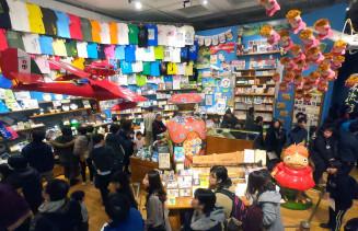 歴代作品のグッズなどが所狭しと並ぶ「ジブリの倉庫」=30日、盛岡市本宮・県立美術館(c)Studio Ghibli