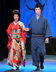 迫真の演技を披露したお露役の石橋美希さん(左)と新三郎役の浅見智さん