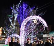 歌声で輝く聖夜へ清らかに 一ノ関駅前イルミネーション