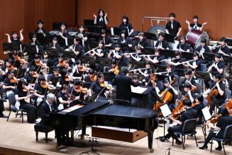 第59回久留島武彦文化賞を受賞した東北ユースオーケストラ=3月、盛岡市・市民文化ホール