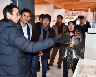 いのちをつなぐ未来館を視察するインドネシア・アチェ州の関係者