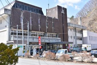 葛巻町の役場庁舎