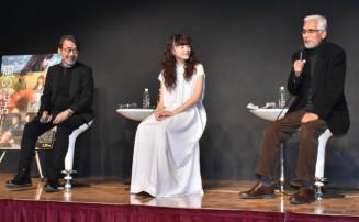 映画への思いや撮影時のエピソードを語る(左から)諏訪敦彦監督、モトーラ世理奈さん、佐々木格さん