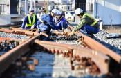 三陸鉄道全線再開へ力 住民支援受け懸命の復旧作業