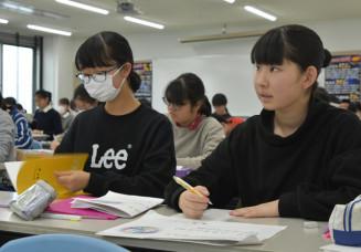 実力アップを目指し正月休み返上で授業に臨む受験生