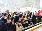 穏やかな1年を祈る 県内寺社、初詣客でにぎわう