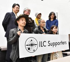 ILC実現を訴えるサポーターズの関係者。国内誘致を巡り2020年は重要な局面を迎える=昨年12月27日、東京都内