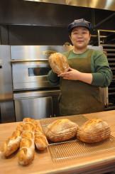 「小麦の香りを楽しんでほしい」とパン工房オープンに向けて意気込む高橋瑞穂代表