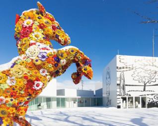 十和田市現代美術館「フラワー・ホース」