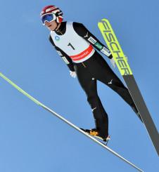 高校ジャンプ 安定した飛躍で2連覇を果たした小林龍尚(盛岡中央)=八幡平市・田山シャンツェ