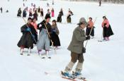 はかま姿で優雅に 雫石「スキーの日」イベント