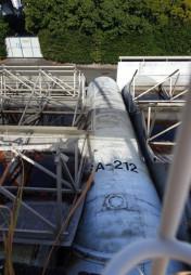 スペースワールドのバックヤードで野ざらしになっていたICBMの胴体部分とみられる機材(読者提供)
