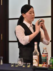 考案したカクテルが最優秀賞を受賞した増子萌菜さん
