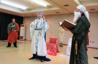 「海神別荘」上演に向け稽古する出演者