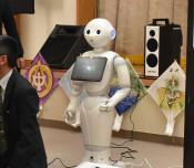 「ペッパー」もお手伝い 吉浜中、閉校クイズ大会