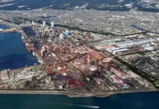 日本製鉄の和歌山製鉄所=2019年10月、和歌山市