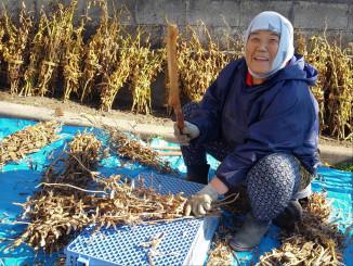 最優秀賞を受賞した千代窪朝美さんの「うめぇ、豆腐つぐってけっからなぁ~」(久慈市提供)
