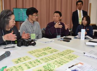 災害公営住宅のコミュニティー形成へ課題を共有する参加者
