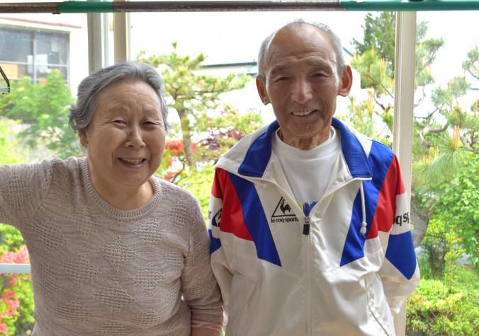 野々村信吉さん(右)と妻トキエさん。信吉さんは13日のレースへ「楽しみながら完走したい」と闘志を燃やす