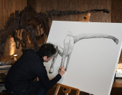 キャンバスに復活、巨大恐竜 アートと科学のイベント