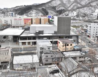 【2020年2月7日】 ラグビーW杯ファンゾーンとなったテット(中央)。一帯はハード整備を終え、この1年で大きな変化はなかった=釜石市大町