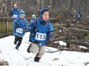 冬山疾走、心地よい汗 紫波町でスノーランニングプレ大会