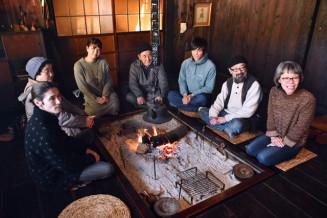 米ニューヨークでの追悼式に向けて話し合う(右から)坂本久美子代表、充さんら「のだ千年の松」のメンバー=野田村野田